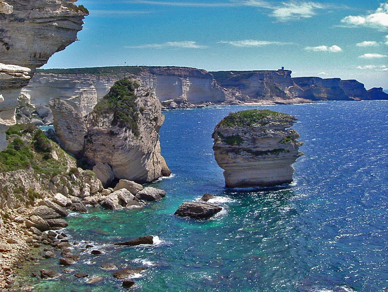 Vista sulle falesie di Bonifacio e Capo Pertusato, in Corsica