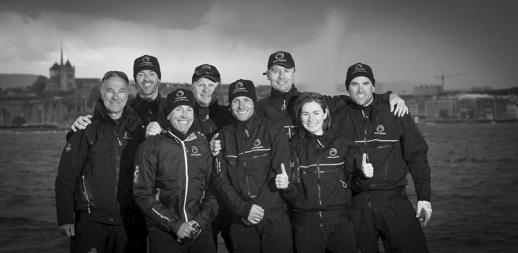 Ernesto Bertarelli con il suo team. ©Alinghi/Loris von Siebenthal