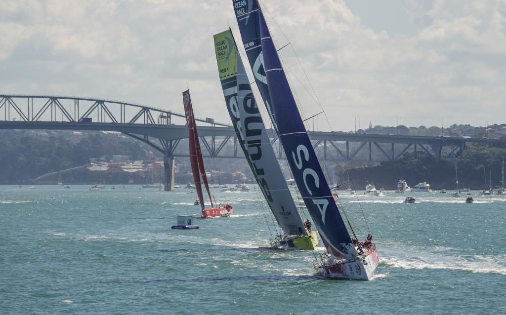 Team SCA guida la flotta ad Auckland