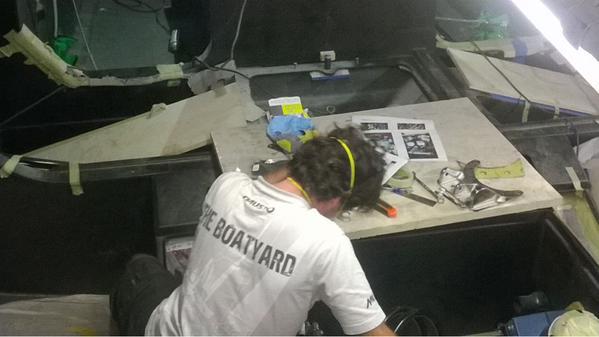Un membro del boatyard Volvo a lavoro. Foto Giuffrè