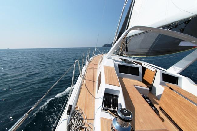 Il Grand Soleil 46 in navigazione con G0 visto dalla prospettiva del timoniere. Foto Guiuffrè