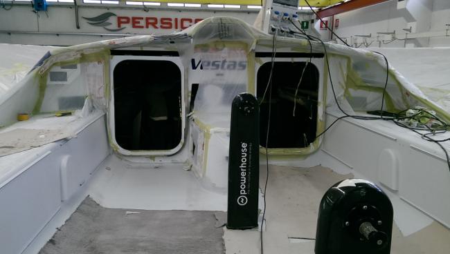 A bordo di Team Vestas, la barca è ormai quasi pronta per passare alla fase di verniciatura. Foto Persico Marine