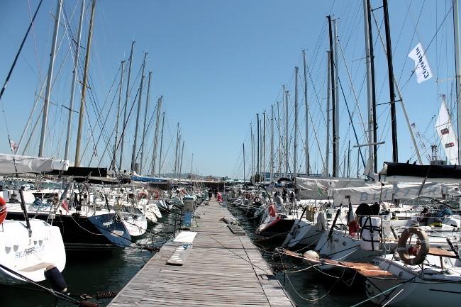 In banchina a Livorno, tutte le barche hanno già raggiunto i due porti toscani che le ospitano. Foto Giuffrè