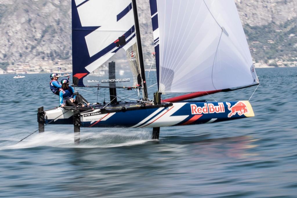 Matteo Pilati-Francesco Rubagotti in foiling. Foto Moze/Red Bull