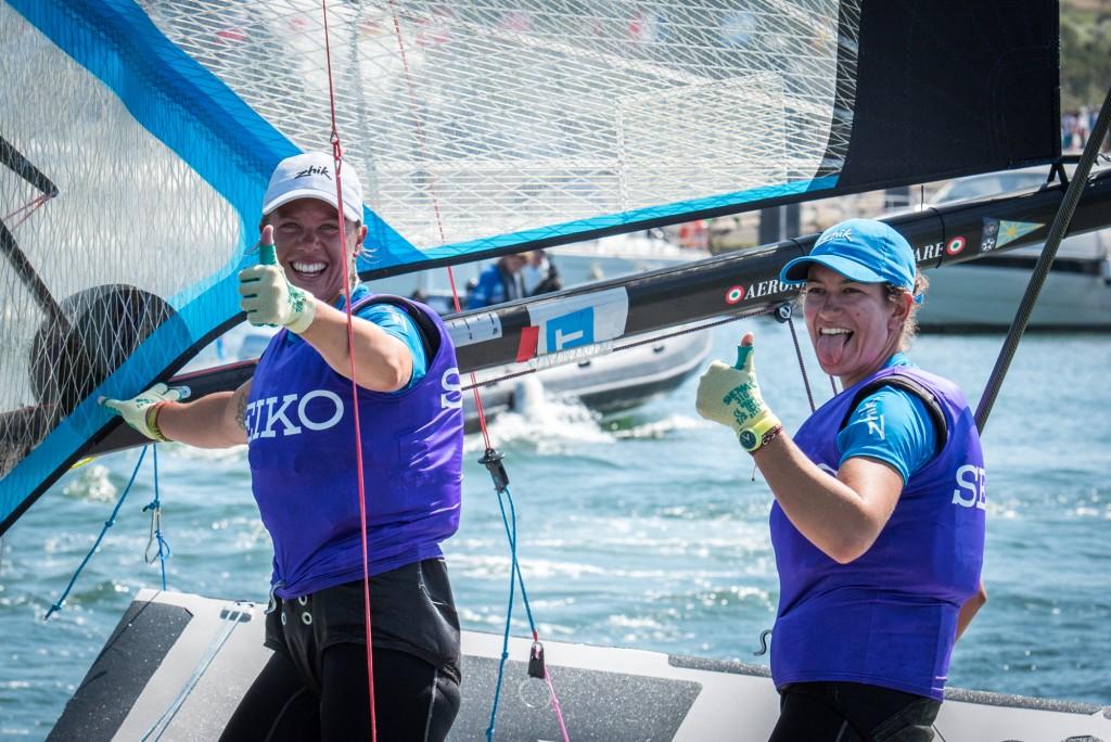 Giulia Conti e Francesca Clapcich festeggiano il titolo europeo. Foto Pinto
